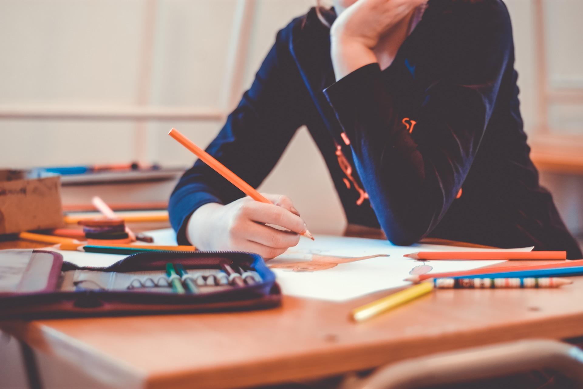 Miksi Yksityisopetus Auttaa Lasta Koulunkäynnissä?